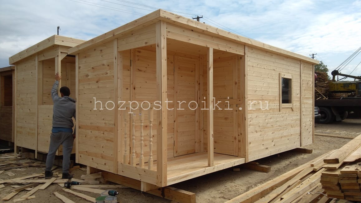 Деревянная бытовка с душем и туалетом